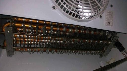 Dàn lạnh tủ đông gồm các ống đồng uốn thành nhiều lớp (Nguồn ảnh: Điện Máy Xanh)